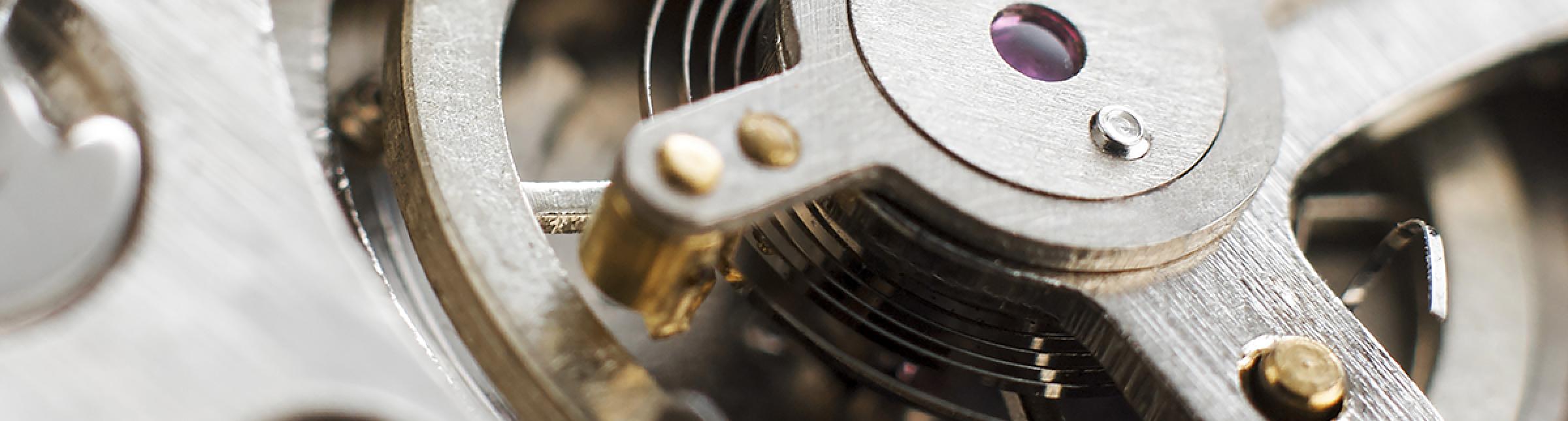 Foto raffigurante gli ingranaggi di un orologio
